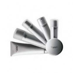 M.A.C 時尚專業保養系列-亮白潔膚乳